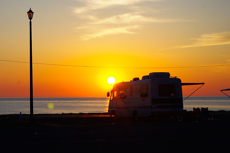 ビーチから見る夕陽