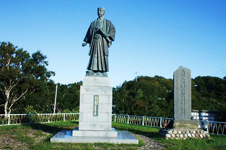 留萌港開発の父 五十嵐億太郎翁の立像